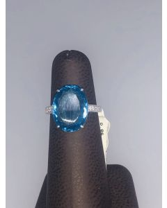 10.80 ct. t.w.t Blue Topaz & 0.06ct Diamond Ring in 18k White Gold-187605